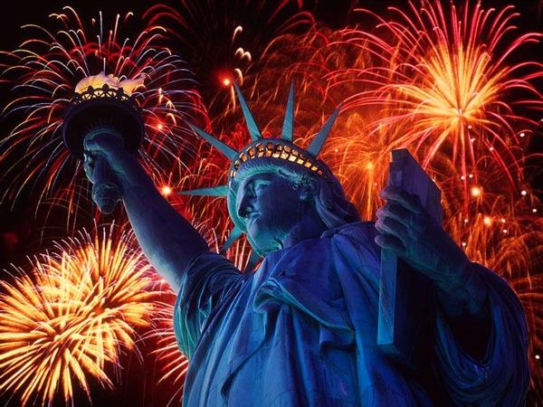 Freiheitsstatue und Feuerwerk Freiheitsstatue und Feuerwerk