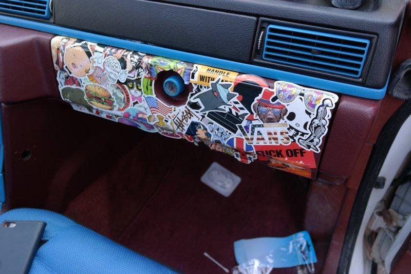 dl.dropboxusercontent.com/s/zkndz5q49151ea0/Stickers_styling_handsfack_Volvo_740.jpg