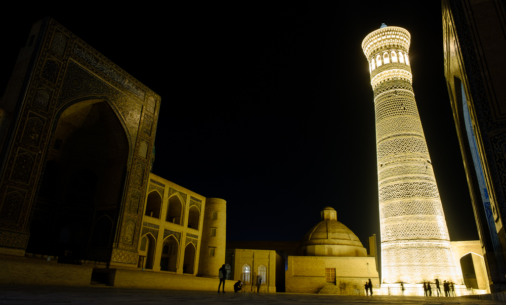 minaret bukhara by night